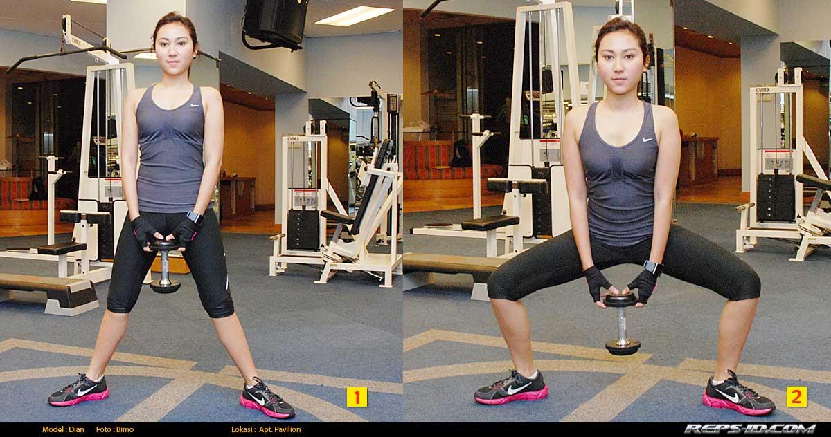Dumbell-center-squat-DUMBELL-SUMO-SQUAT
