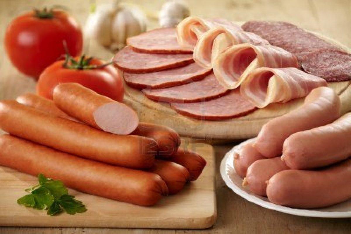 4895-risiko-gangguan-kesehatan-akibat-mengonsumsi-daging-olahan